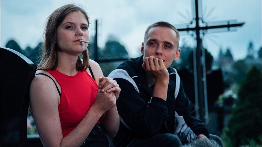 Eliza (Eliza RycembeL) i Daniel (Bartosz Bielenia)