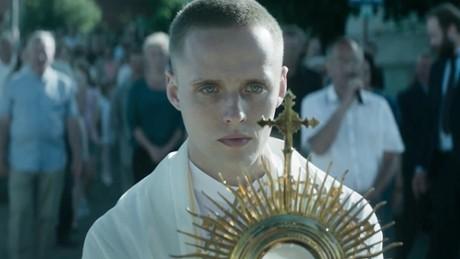 Ksiądz czyli główny bohater Daniel (Bartosz Bielenia)